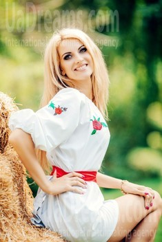 Alla from Cherkasy 33 years - romantic girl. My small public photo.
