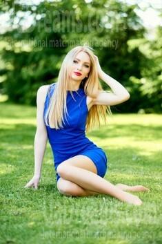 Vira from Ivanofrankovsk 21 years - attentive lady. My small public photo.