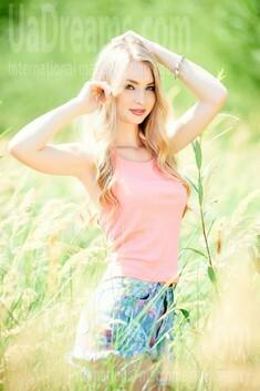 Vira from Ivanofrankovsk 21 years - searching life partner. My small public photo.