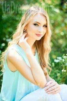 Vira from Ivanofrankovsk 21 years - Warm-hearted girl. My small public photo.